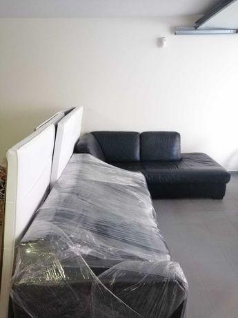 Sofá com chaiselong em pele preta