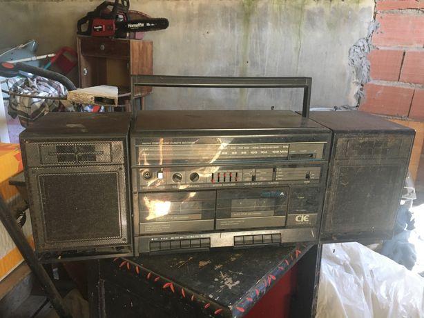 Radio antigo com cassetes