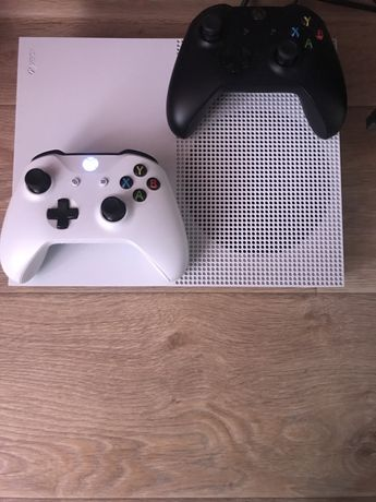Xbox one S All Digital 1 tb в идеальном состоянии!!