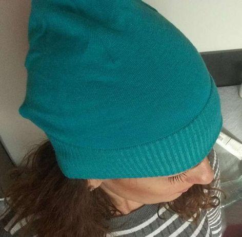 Czapka w kolorze turkusowym
