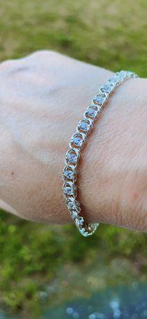 Серебрянный браслет с камнями