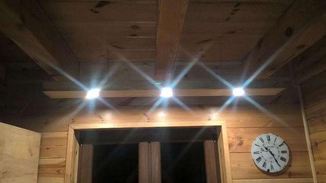 LAMPA - Belka drewniana, zamontowane halogeny LED
