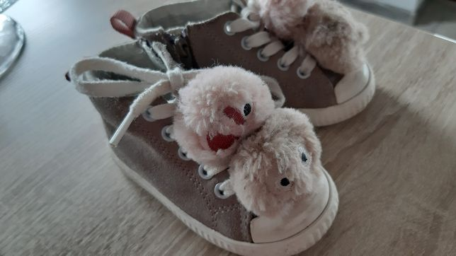 Zestaw bucików dla dziewczynki