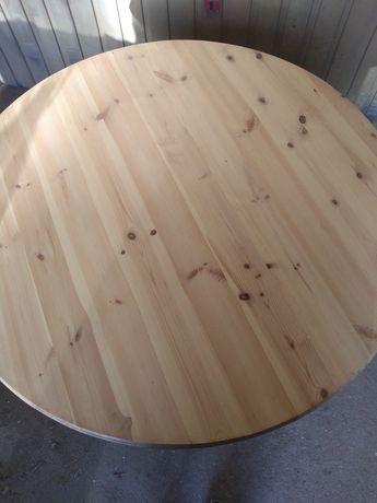 Mesa toda em madeira tampo com três centímetros de espessura