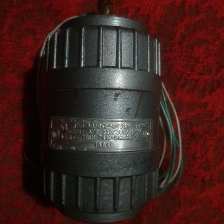 Асинхронный электродвигатель 1000 рублей