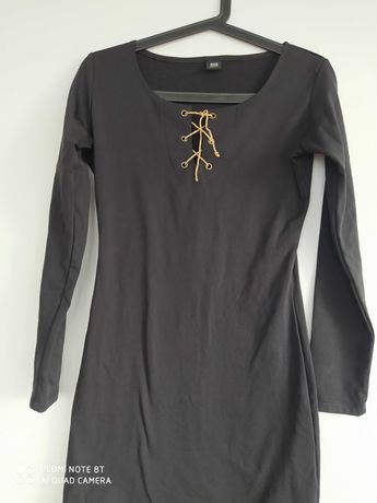 Czarna krotka sukienka