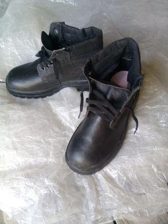 Ботинки, спец обувь.