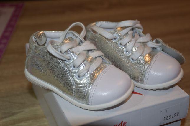 Emel buciki srebrne rozmiar 19