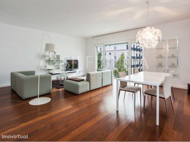 Apartamento T3+2 Com Piscina | Alto Dos Moinhos
