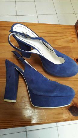Sapatos altos imitação camurça  a estrear