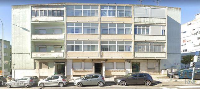 Prédio - 636 m² - T18