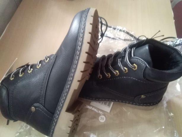 Nowe buty damskie za kostkę, rozmiar 39, długość wkładki 25, 5cm