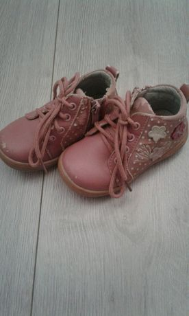 Подарю ботинки на девочку