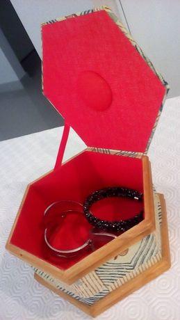 Porta-jóias em tecido aveludado