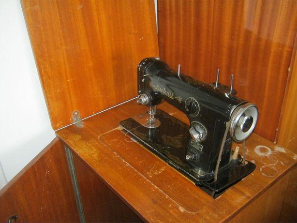 Maszyna do szycia Łucznik z zabudową tania wysyłka kurierem