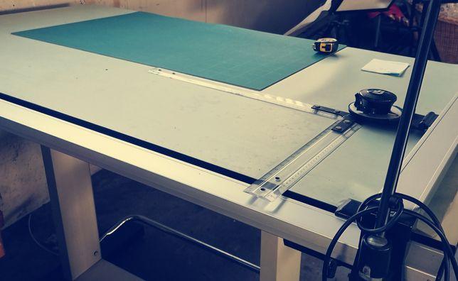Estirador e máquina de desenhar - oferta da cadeira