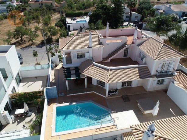 Moradia Isolada com piscina 5 quartos na Fuzeta