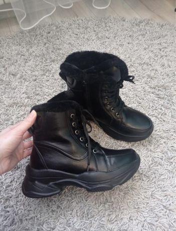 Зимние ботинки кроссовки на меху высокие 37р
