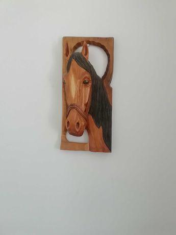 Drewniana ozdobą ścienna koń
