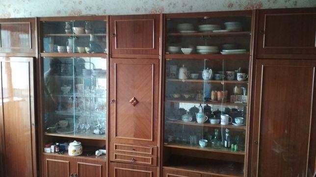 Стенка, шкафы для вещей и посуды