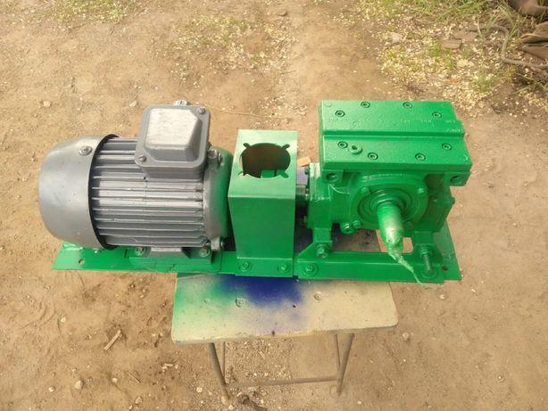 Мотор-редуктор червячный МЧ-63 на 90 об/мин 1,5 кВт 140 Н.м.