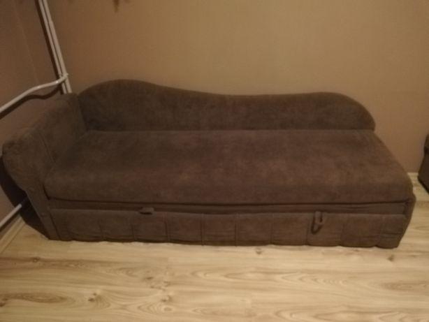 Używana kanapa z miejscem na pościel