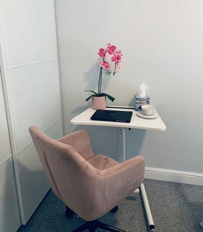 Kompaktowe eleganckie biurko białe
