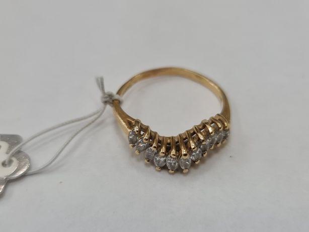 Klasyczny złoty pierścionek damski/ 585/ 2.65 gram/ R17/ Cyrkonie