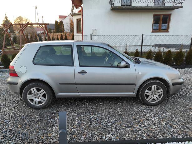 Volkswagen Golf 2002r aktualne OC i przegląd do grudnia 2021 sprzedam!