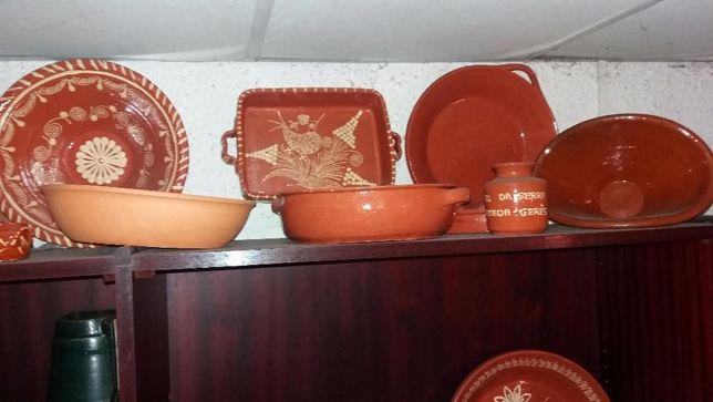 assadeiras de barro, jarros, pratos de decoração