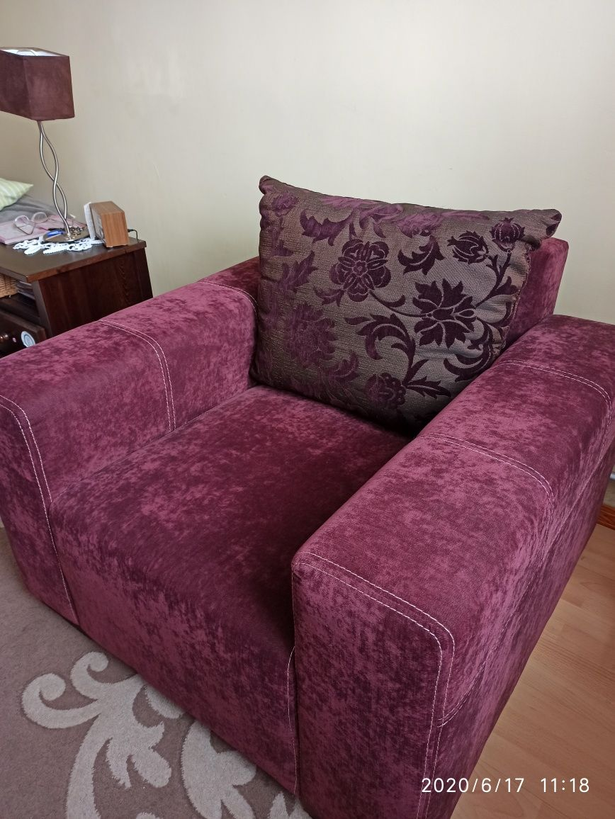 Duży fotel z poduchą