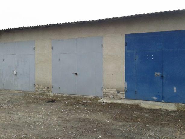 Продам капитальные гаражи,кирпичные три вместе или по одному.