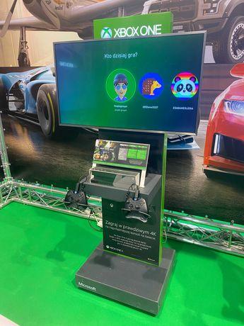Demo stand Xbox One + konsola Xbox One X + TV Samsung 40' 4K