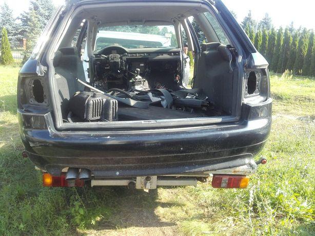 Audi A6 [C5] Avant z rocznika 2002 tylny zderzak z czujnikami cofania