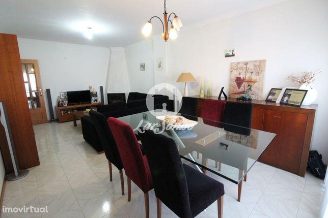 Apartamento T2+1  em Arcozelo c/ garagem fechada