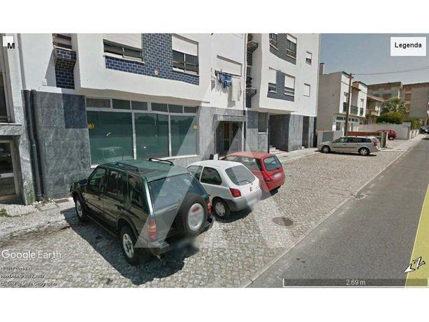 Loja comercial de área bruta de 2.106 m2 - Marinha Grande
