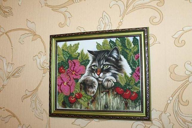 """Картина бисером """"Кот в шиповнике"""""""