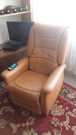 Fotel elektryczny firmy HIMOLLA Masująco - Relaksujący model Senator
