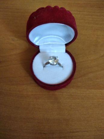Продам кольцо новое