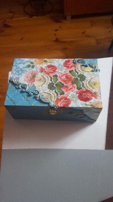 Bardzo ładne pudełko na biżuterię