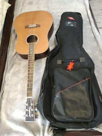 Gitara akustyczna TANGLEWOOD z pokrowcem i podnóżkiem