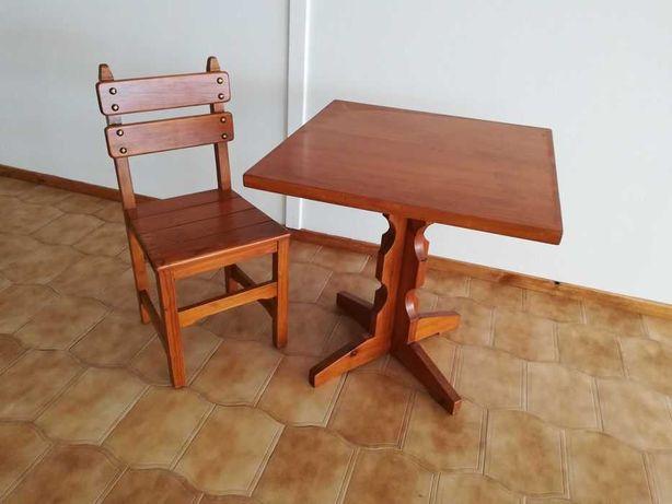 Conjunto Mesa e 2 Cadeiras para Restaurante