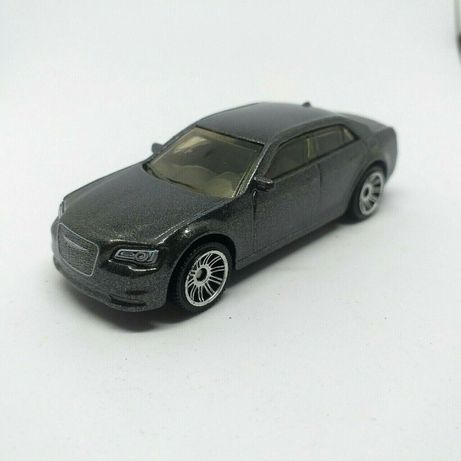 Chrysler 300 cinzento 2015 Mbx Road Trip Series 1/64 Diecast