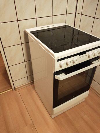 sprzedam kuchnię elektryczną Amica z płytą ceramiczną