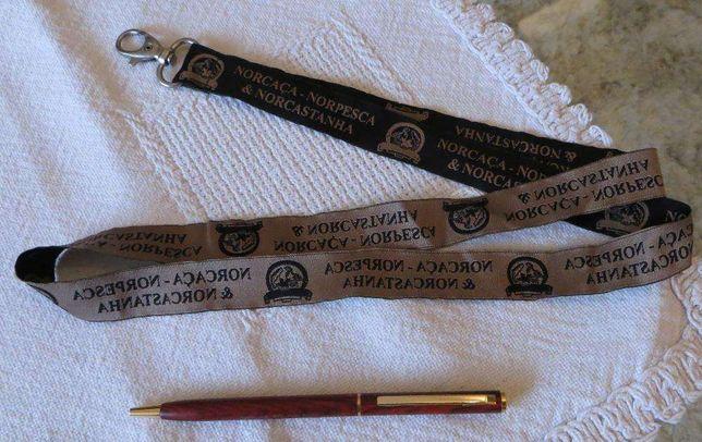 Cordão c/ Porta Chaves +Caneta Madeira c/ acabamentos dourado