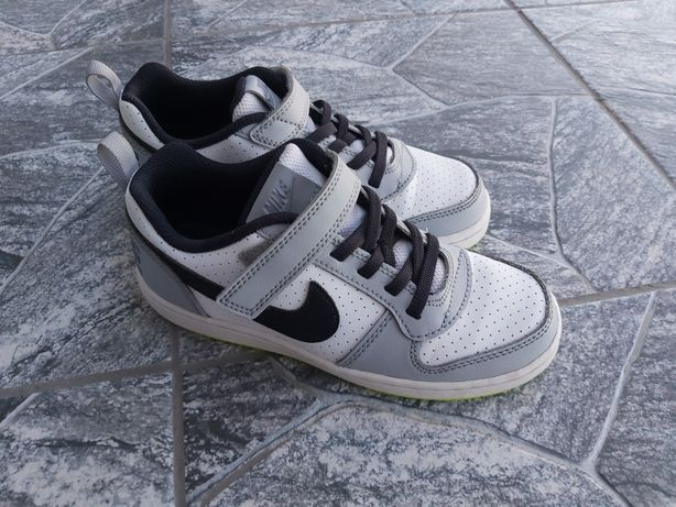 Sprzedam oryginalne chłopięce buty Nike