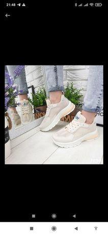 Кросівки жіночі 41 розміру