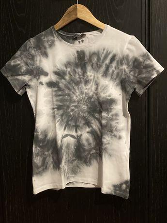 T-shirt branca e preta