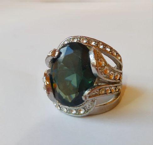 Перстень с синим камнем