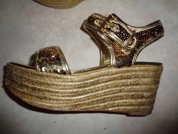 Sandália BATA dourada - 37 - como nova